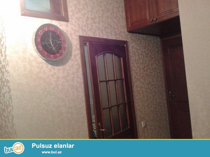 Очень срочно! Продается 3-х комнатная квартира (2+1)  нового строения 11/13 рядом  с   ''QISMƏT şadlıq sarayı'' площадью  86 квадрат...