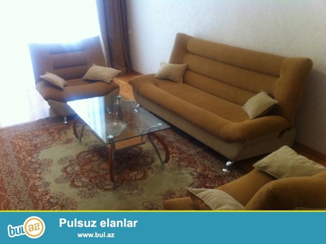 Cдается 2-х комнатная квартира переделанная в 3-х в центре города, на площади  Азнефть...