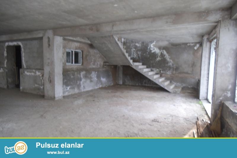 """Продается 2-х этажное отдельно-стоящее помещение в районе Ясамал, рядом с рестораном """"Кактус""""..."""