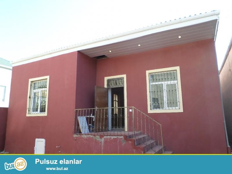 xırdalanda 119 nömrəli marşrutun yanında 3 sotun icində tikilmiş əla təmirli kupçalı 3 otaqlı ev satılır.
