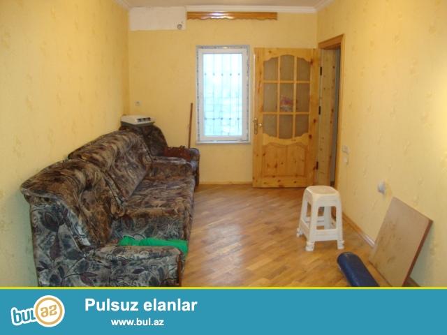 Xəzər  rayonu  Binə qəsəbəsi kanal üstü deyilən ərazidə sahəsi 4 sot olan həyət evi satılır...