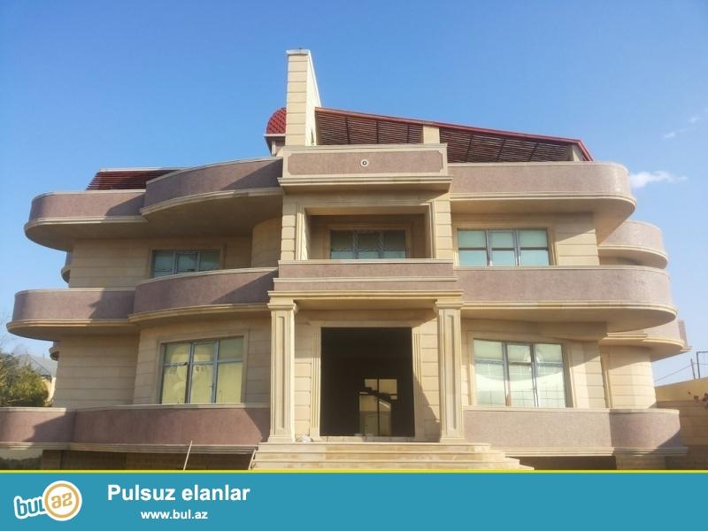 Очень срочно! В посёлке  Мардакан, за макаронной фабрикой продаётся 4-х этажный особняк, площадью 780 квадрат, расположенный на 14-и сотки приватизированном земли, под маяк...
