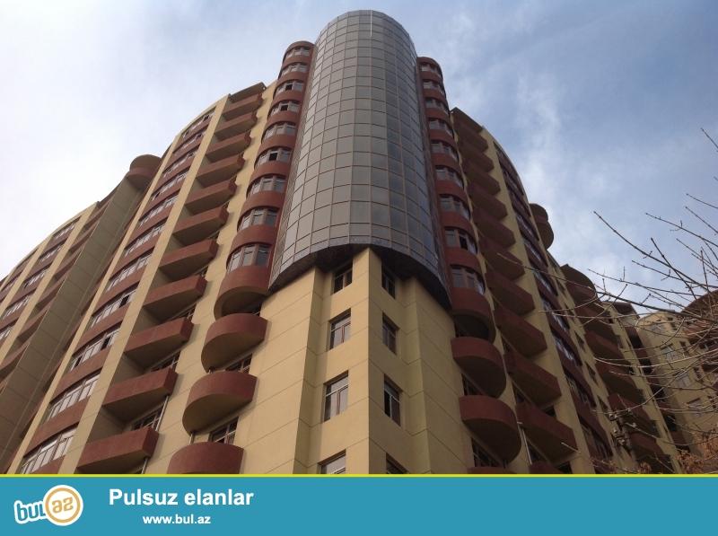 Xetai rayonu Xocali prospektinde yerlesen Ideal-Insaatin insa etdiyi binada 3 otaq 137 kvm temirsiz menzil satilir...