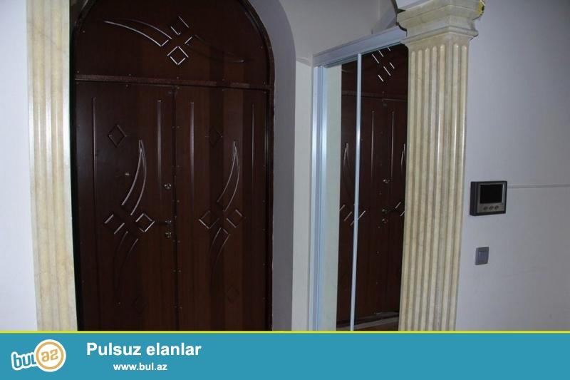 <br /> Очень срочно сдаётся в аренду на долгий срок особняк по проспекту Ататурка  за зданием    *ТЕХНИКО БАНКОМ*...