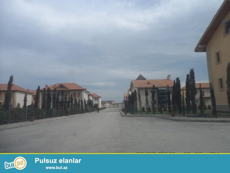 Срочно в очень престижном комплексе при въезде в Бузовна продается 2-х этажный частный дом площадью 250 квадрат плюс свой земельный участок 5сот...