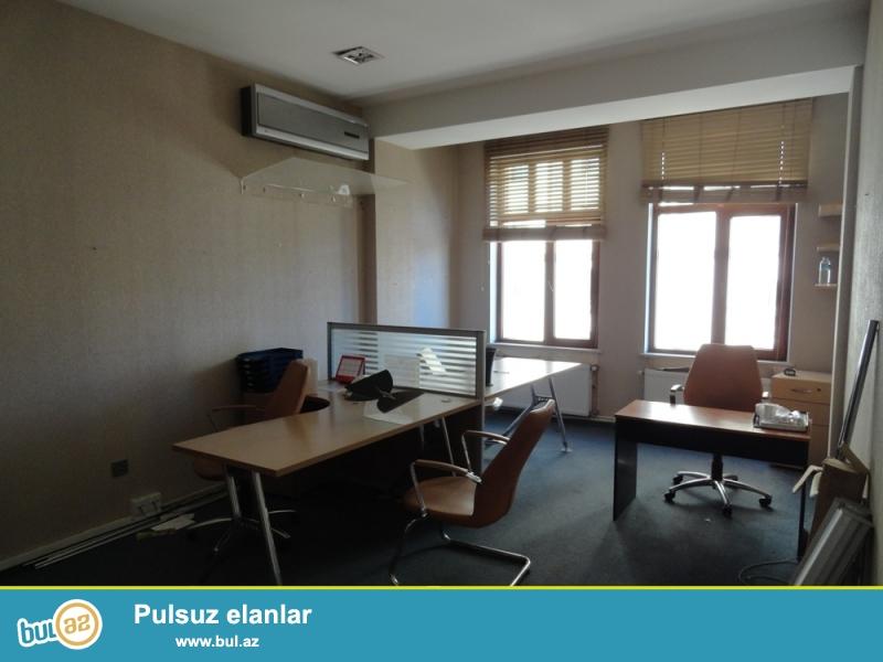 """Около метро Гянджлик, в престижном комплексе """"Premium Plaza"""", сдаётся офис c общей площадью 220 кв..."""