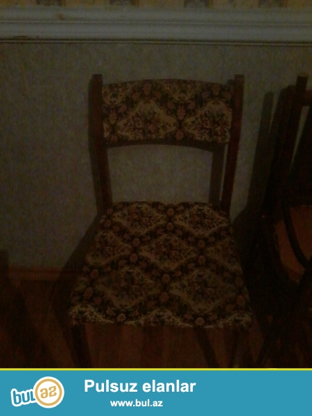 Təcili olaraq işlənmiş yaxşi vəziyətdə olan  2 üzdü stol ve üstunde stullar  satılırlar...