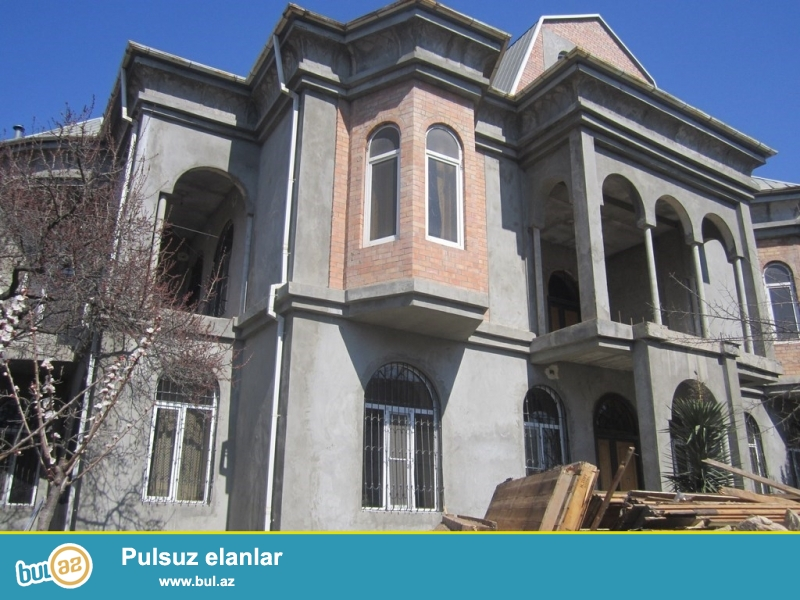 Очень срочно для очень солидных клиентов  по  проспекту Ататюрка  рядом с   *Банк оф Баку*  cдаётся в аренду на долгий срок  вилла-особняк расположенная   на  12...
