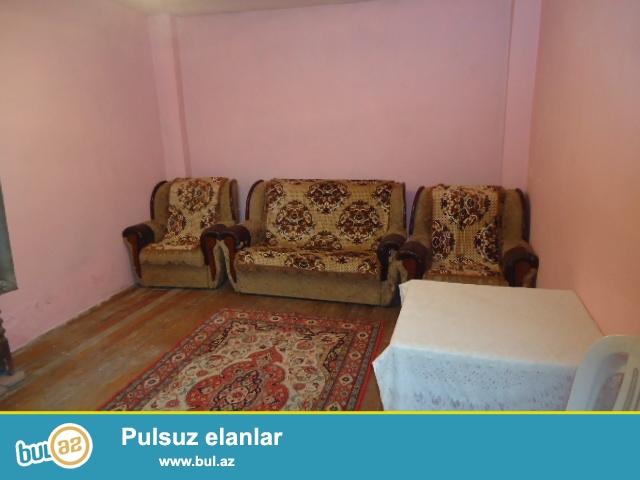 Sovetskide 173 nomreli mektebin arxasinda 1 otaqli heyet evi kiraye verilir...