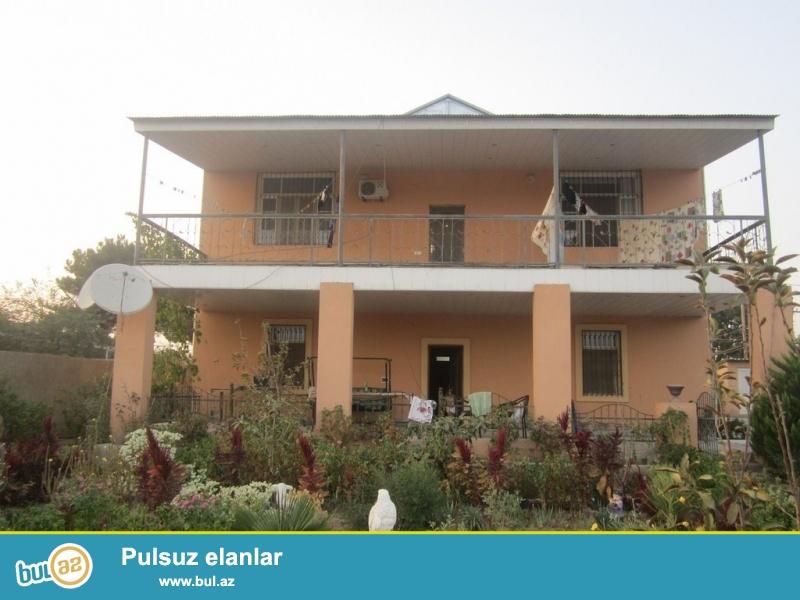 Очень срочно! По дороге Маштага-Бильге в поселке Вишневка-2 от дороги 200 метров ,продается  2-х этажный частный дом расположенный на 12-и сотках земли ...