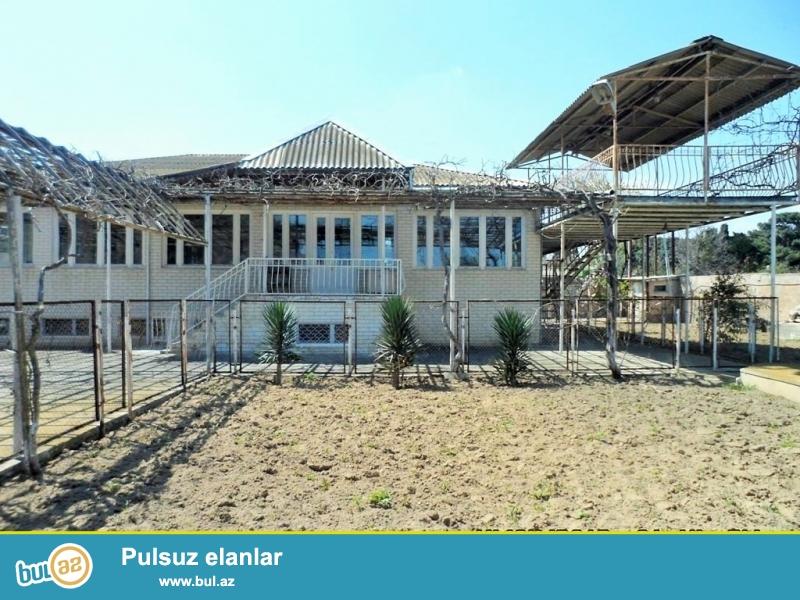 Срочно! В посёлке Шаган продаётся частный  2-х этажный 6 комнатный особняк площадью более 500 квадрат расположенный на 60 сотках приватизированной земли...