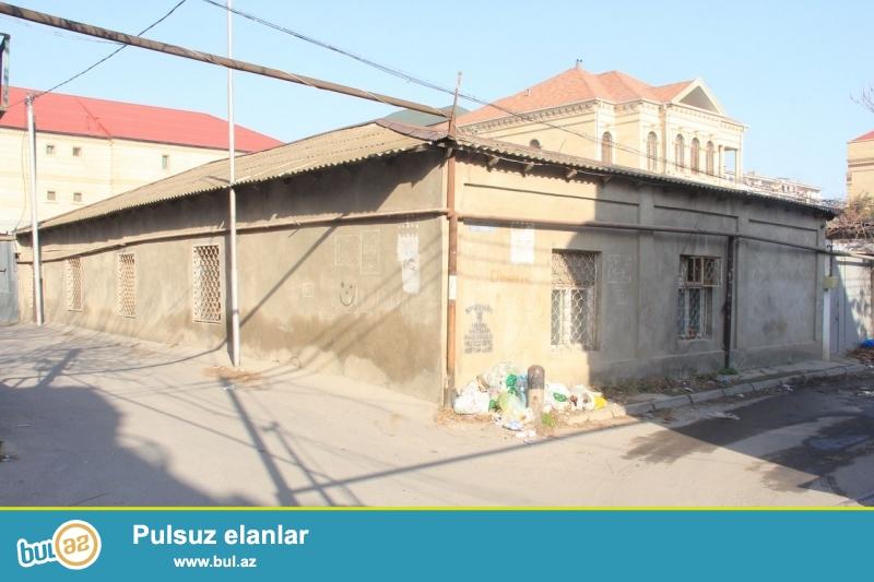 Очень срочно! В 100 метрах от проспекта Гасан Алиева (бывший Инглаб)  напротив ресторана *ТОНГАЛ*  продаётся приватизированный земельный  участок площадью  3...