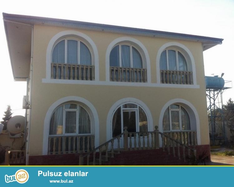 Для очень солидных клиентов! В поселке  Мардакан неподалёку от моря  продается 2-х этажный, площадью 300 квадрат, 6-и комнатный особняк, расположенный на 15 сотках земли...