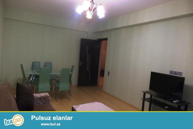 """Сдается 1 комнатная квартира переделанная в 2-х комнатную в престижной новостройке в Ени Ясамале, рядом с """"Бизим"""" маркетом..."""