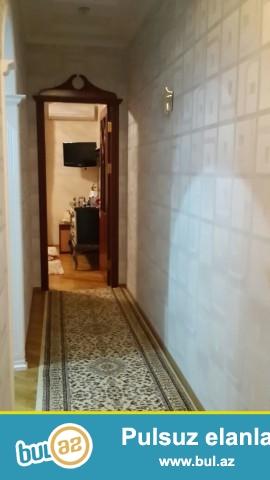 Yeni Yasamalda Bizim marketə yaxın binalarda ümumi sahəsi 89 kv mt olan 2 otaq,hamam,tualet,kuxnası olan tam təmirli ev təcili satılır...