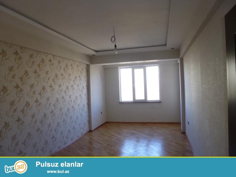 Həzi Aslanov metrosuna piyada 6-7 dəqiqəlik yolda, 245 N-li məktəbin yanında yeni tikili binada ümumi sahəsi 67m2 olan 1 otaqdan 2 otağa düzəlmiş mənzil satılır...