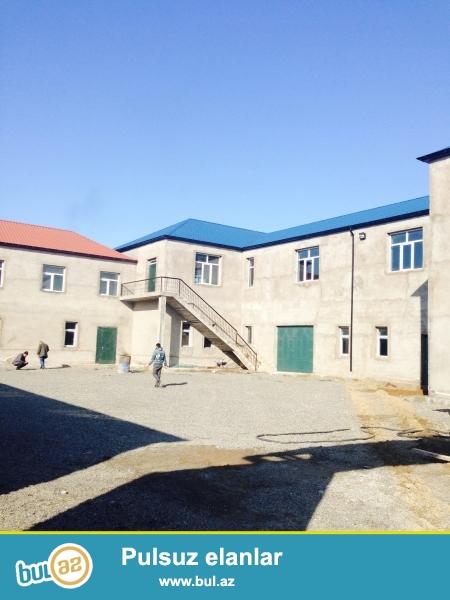 Qafqaz universiteti yaxinliginda saray shosesi uzerinde istehsalat sahesine yararli tikili icareye verilir...