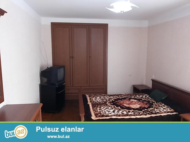 Yasamal Rayonu Sherifzade kucesinde 5 mertebeli binanin 3-cu mertebesinde ela temirli 2 otaqli menzil kiraye verilir...