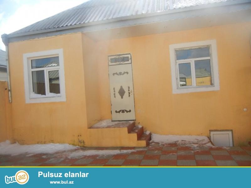 Bineqedide   Centralniya   yaxin    170   ve   133   nomreli  marwurutlarin  yoluna   yaxin     4 daw  kursulu   3   otaq   temirli      heyet   evi   satilir...