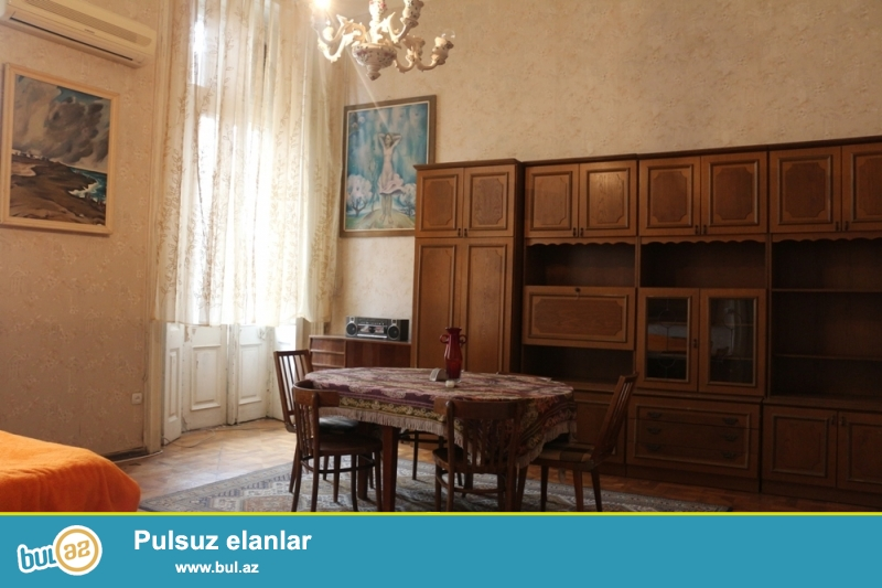 Səbail Rayonu Vidadi Küçəsi 142, Şaurma1 rə yaxin 3/2 Ümumi sahəsi 130 Kv...