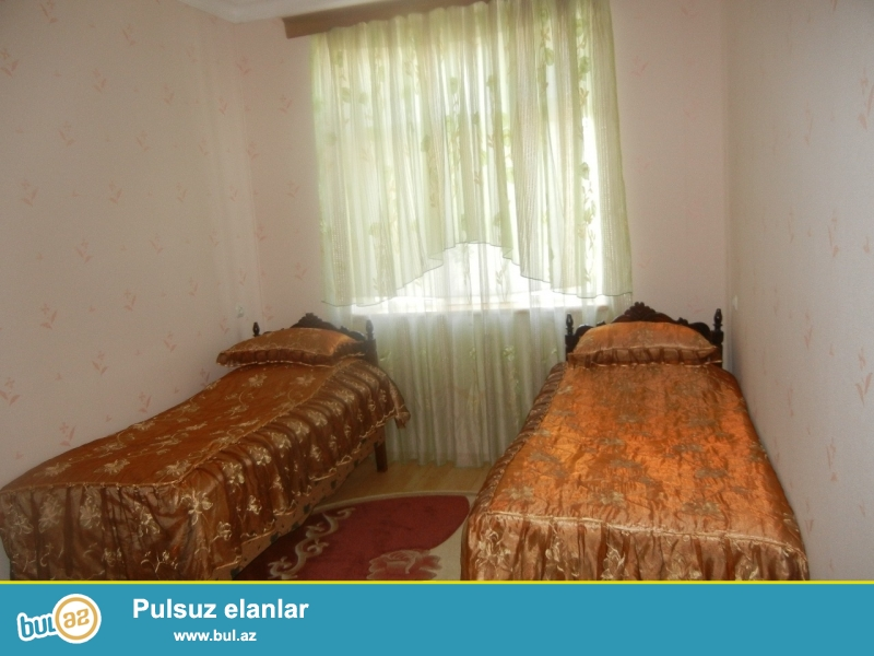 Bineqedide   170  ve   133  nomreli   marwurutlarin  yoluna   yaxin  kursulu   2  otaqli  temirli   ev  satilir...
