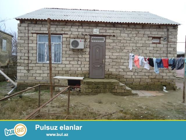 Adil Sabunçu rayonu,Zabrat 2 qəsəbəsi,Seyid marketin arxa tərəfində 3 sotun içində 3 daş kürsülü ümumi sahəsi 95 kv...