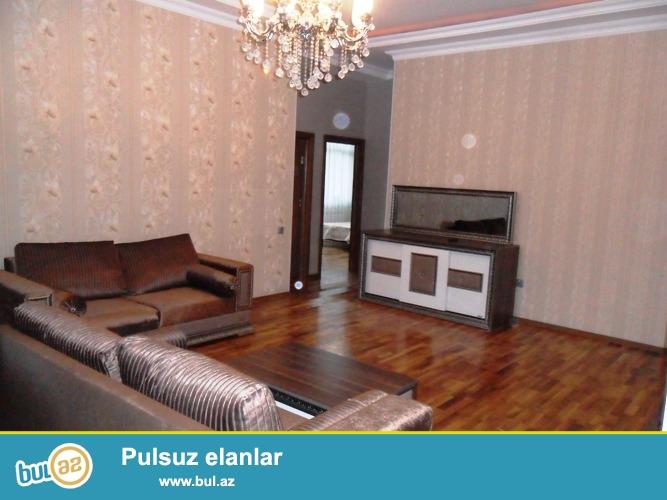 Сдается 3-х комнатная квартира в новостройке, в центре города по улице Ханлар,рядом с Водной Администрацией...