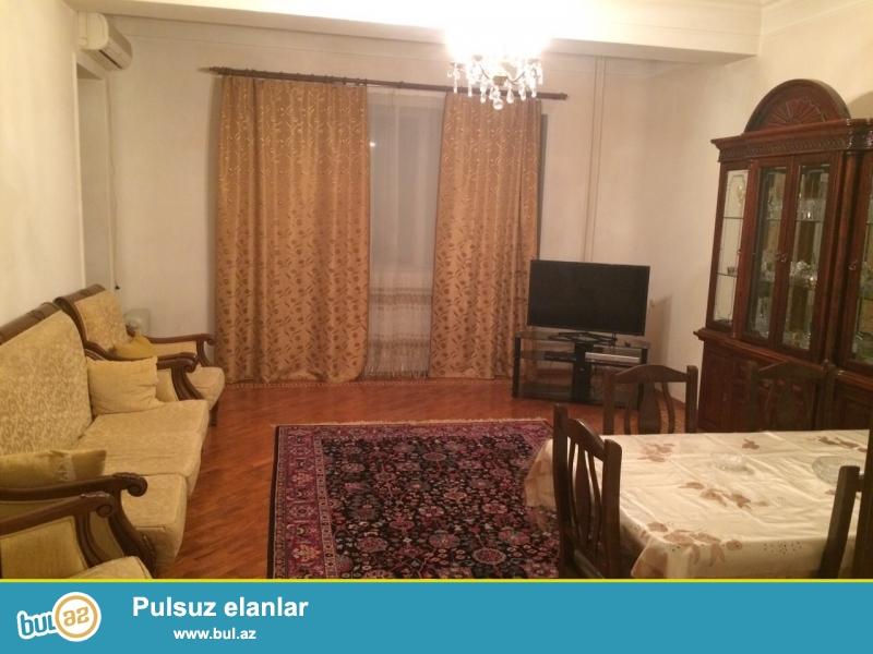 Сдается 3-х комнатная квартира в престижной новостройке,около метро Элмляр Академиясы...