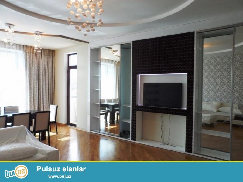 Срочно! Сдается в аренду 3-х комнатная квартира нового строения 20/16, по проспекту Измир, супер евро ремонтом, полностью обставленная дорогой новой мебелью, площадью 175 квадрат...
