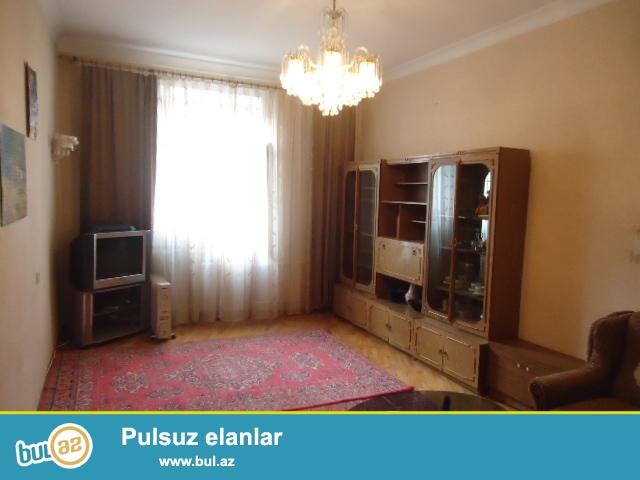 Yasamal rayonu Huseyn Cavid prospektinde 5 mertebeli stalinka layiheli binanin 2-ci mertebesinde 2 otaqli menzil icareye verilir...