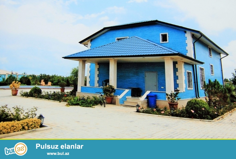 Для  солидных клиентов! В поселке Пиршаги в очень элитном участке рядом  с морем , продается особняк состоящая из нескольких строений...