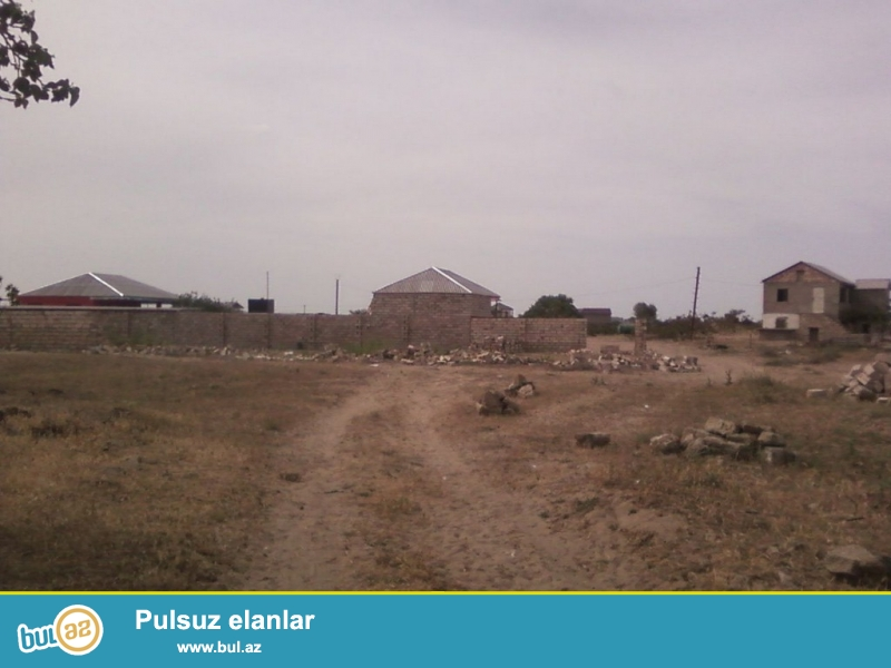 Очень  срочно ! В посёлке Нардаран,  около SEA BREEZE продаётся полностью приватизированный земельный участок размером 10 сот , без забора...