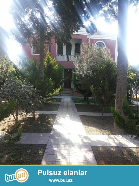 Umumi sahesi 1300 m2 olan Heyet evi satilir,Evin qarsisinda 80 m2 obyekt var,Evin arxasinda Otdelni bagi var...
