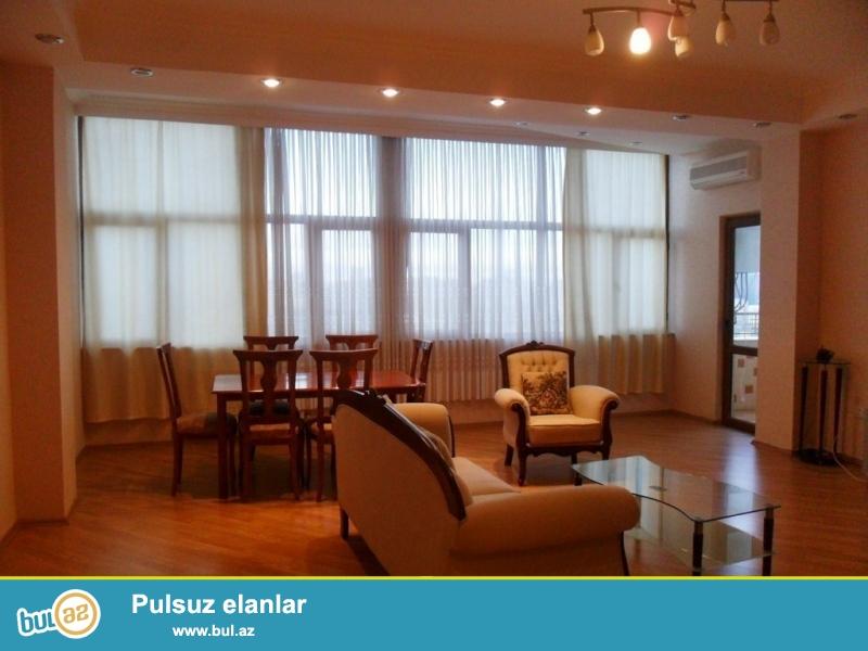 Очень срочно! По улице Сулейман Рустам, сдается 3-х комнатная квартира нового строения , 11/14, 135 квадрат, квартира с евроремонтом, полностью обставленная дорогой мебелью...