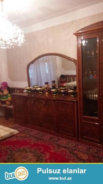Очень срочно! Около метро Ази Асланова  продается  5-ти  комнатная квартира старого  строения 1/9 , с хорошим  ремонтом , общей площадью 100 квадрат...