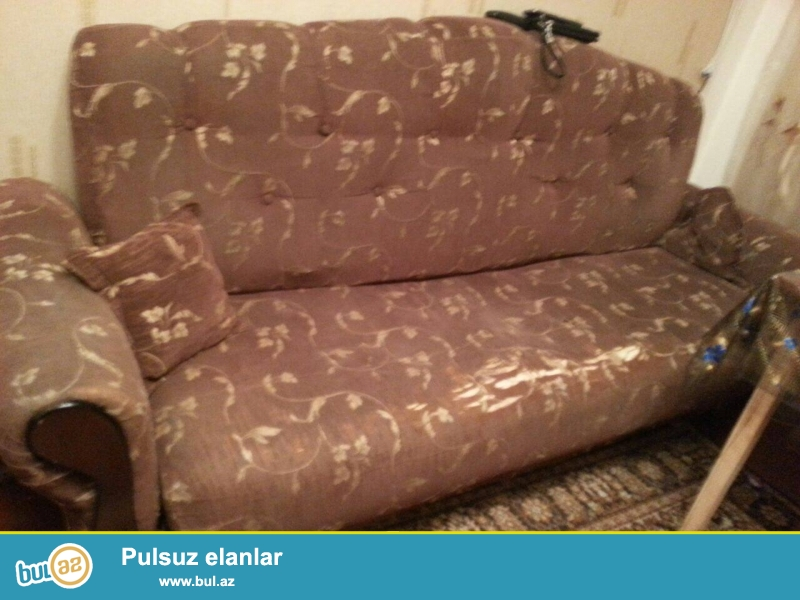 1 divan 2 kreslo. Normal veziyyetdedir. Purjinledir