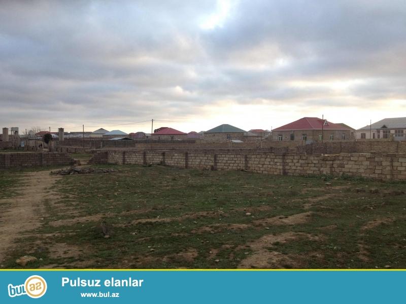 Mərdəkan yolunun üstündə, 20 sot münbit qara torpaq sahəsi satılır...