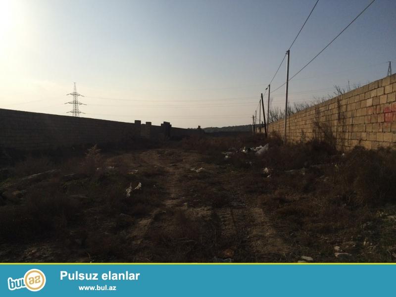Очень  срочно !  На Бадамдарде  в 3-м массиве   продаётся полностью приватизированный земельный участок размером  24 сот , с 2-х метровым заборам...
