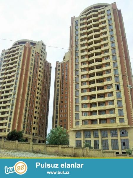 Очень срочно! На Тбилиском проспекте вблизи м/с 20 январь по дороге ведущая от Сумгаита в Баку в элитном комплексе *МАИН МТК* продается 2-х комнатная квартира  нового строения  9/18, площадью 100  квадрат, Квартира  без ремонта под мояк  , с красивой панорамой на город , средний блок...