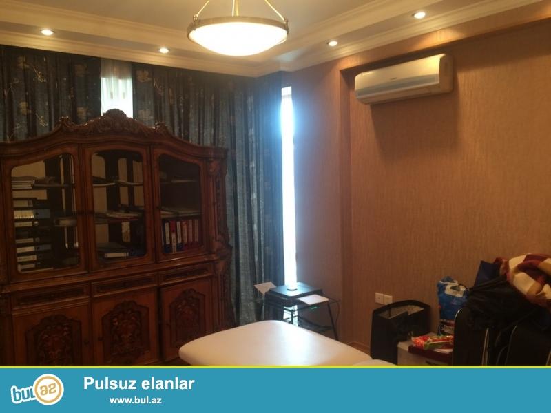 Очень срочно! На Р.Буйбутова  продается  4-х комнатная квартира  площадью 195 квадрат 16/18 , квартира с евроремонтом, обставленная  очень дорогой мебелью, с  большим  балконом  ,  свет, газ и вода постоянно, имеется 2 санузла...