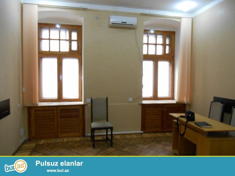**РУФАТ*  *АЙНУР**  Сдается   5-ти  комнатное офисное  помещение  с  ремонтом ,  возле  метро Низами...