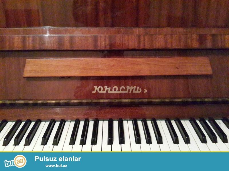 qehveyi rengde yunost pianinosu ela veziyyetde