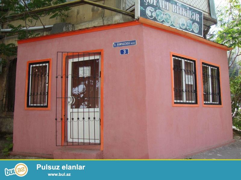 Keçmiş Qarabağ mehnanxanasının yaxınlığında (Dəmir yolu vağzalından yuxarıda) Ülvi Bünyadzadə küçəsi ev 3 ünvanında yerləşən 10 m...