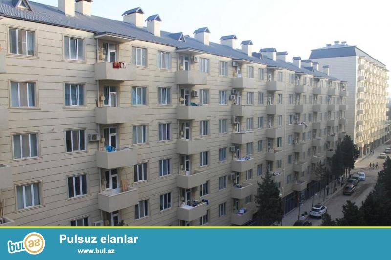 Salam. Xırdalan köhnə bazarla üzbəüz yeni tikilən binada 4otaqlı (101...