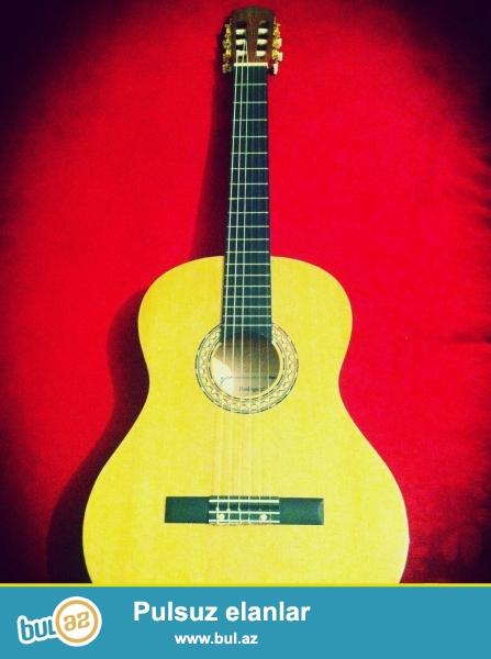 Rodriguez markali gitaradir.Cemi 1 ayin gitarasidir...