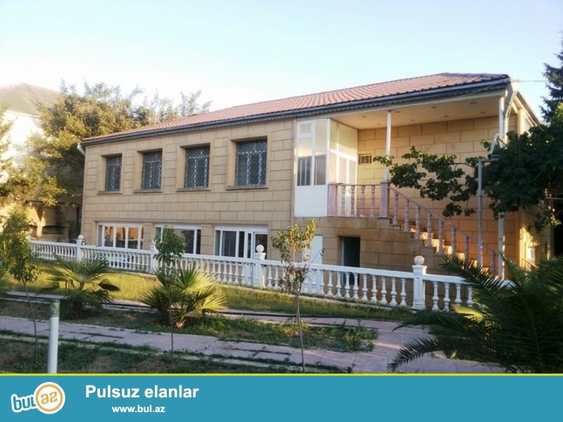 Для очень солидных клиентов! В поселке Мардакан , рядом с санаторией * Гарангуш * продается 2-х этажный , площадью 520 квадрат, 9-и комнатный частный дом , расположенный на 16 сотках земли...