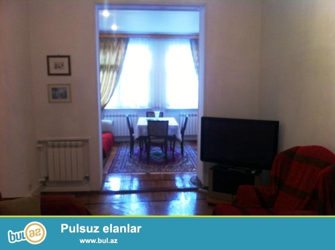 Сдается 2-х комнатная квартира переделанная в 3-х комнатную,в центре города, около Ляндмарка...