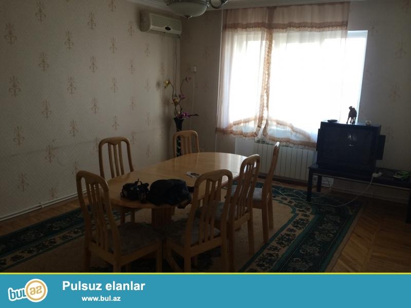 """Сдается 4-х комнатная квартира, по улице Шарифзаде, рядом с магазигом """"Джентельмен""""..."""