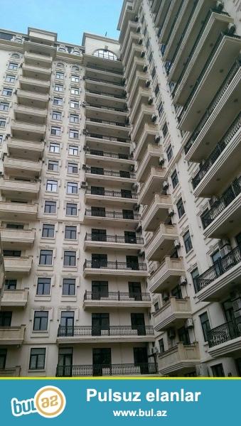 Şeyx Şamil küçəsində, yerləşən yeni tikilmiş yaşayışlı binada 3 otaqlı mənzil satılır...