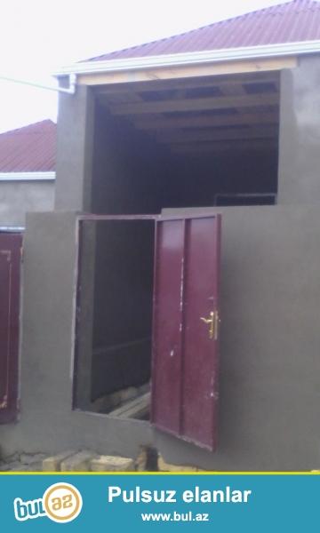 Xirdalanin   merkezinde   3 daw    kursulu    2   otaq    h/t,   metbex     temirli      ve   kupcali   ev   satilir...